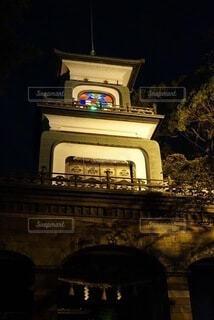神社でステンドグラスを照らすライトアップの写真・画像素材[4066313]