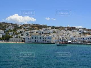 船から見たミコノス島の町並みの写真・画像素材[4457410]
