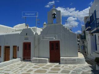 青空の似合うエーゲ海の教会の写真・画像素材[4457409]