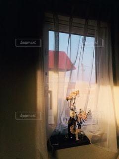 窓辺のドライフラワーの写真・画像素材[3333639]