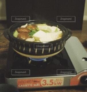 おうちコンロでお鍋の写真・画像素材[3947968]