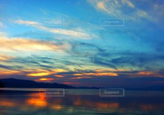夕日,夕焼け,猪苗代湖,幻想的な空,湖からの幻想的な夕日,夕立前の空