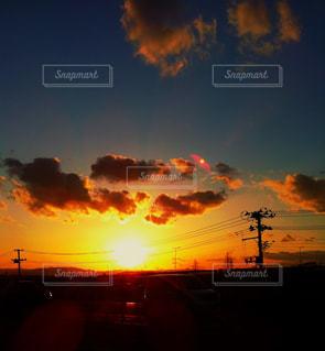 夕日,夕焼け,夕暮れ,夏空,夏の日,田舎の夕日