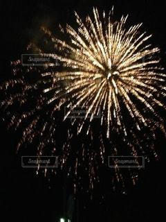 火花のような花火の写真・画像素材[1310735]