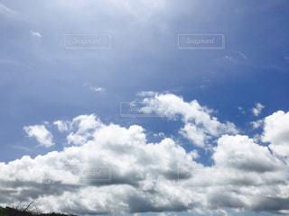 空には雲のグループの写真・画像素材[1312512]