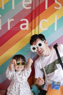 ファッション,花,アクセサリー,沖縄,女の子,眼鏡,人物,人,笑顔,幼児,メガネ