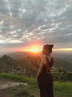 女性,空,夕日,絶景,夕暮れ,オレンジ,人物,旅,フィリピン,海外旅行