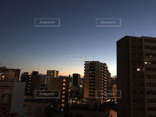 空,青,夕焼け,光,都会,夕陽,ビル群,いちばん星,インスタ映え