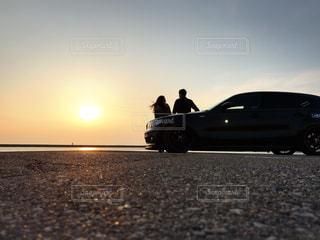 湖,夕焼け,おしゃべり,夕陽,ドライブ,アスファルト,ドライブデート