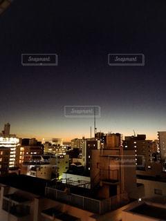 空,夜,屋外,青,夕焼け,光,都会,ビル群,インスタ映え