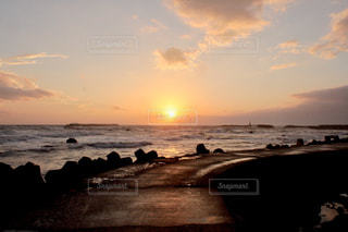 日が沈むの写真・画像素材[1301893]