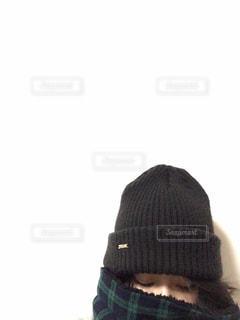 女性,ファッション,黒,マフラー,帽子,人物,人,ニット帽,シンプル,コーディネート,コーデ,ニット,スヌード,ブラック,冬コーデ,黒コーデ,ビーニー