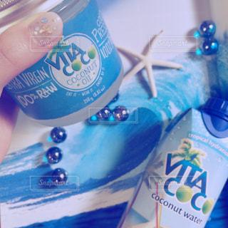 プラスチック製の水ボトルの写真・画像素材[1325347]