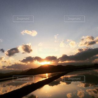 空には雲のグループの写真・画像素材[1292608]