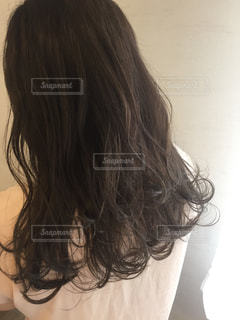 女性,屋内,ピンク,後ろ姿,洋服,人物,背中,人,後姿,後ろ,髪の毛,髪色,美容院,ロング