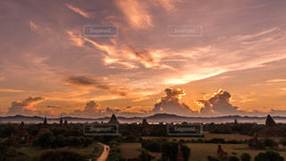 空,海外,雲,夕焼け,夕暮れ,アジア,田舎,遺跡,ミャンマー,夕景,バガン遺跡群