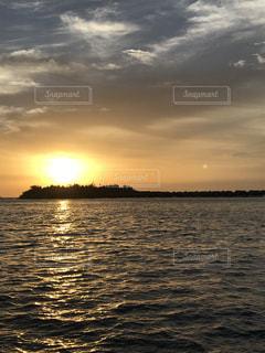 海,空,モルディブ,夜景,絶景,太陽,島,夕焼け,夕暮れ,水上コテージ