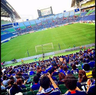 観衆の前で人々 とスタジアムの写真・画像素材[1295126]