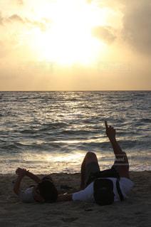 海,夕日,親子,黄昏,奄美大島,おとうさんとぼく,息子と親父,いつか一緒に酒飲もうね