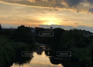 自然,夏,夕日,夕焼け,道路,川,水面,夕方