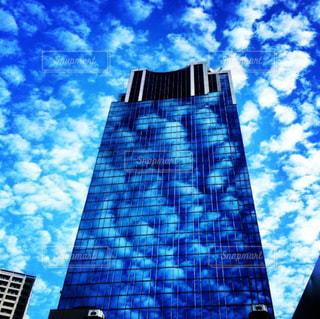 青空と雲とビルの写真・画像素材[1315497]