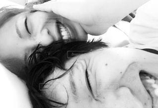 夫婦で笑顔の写真・画像素材[1372550]