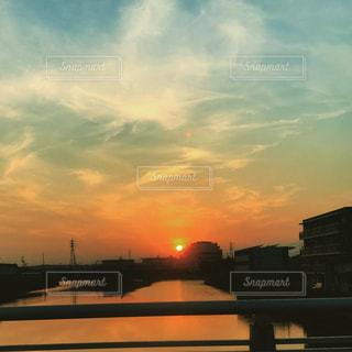 空,夕日,橋,街並み,屋外,晴天,夕暮れ,夕空