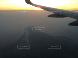 夕日 飛行機 雲の上