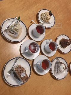 カフェ,コーヒー,テーブル,スプーン,皿,リラックス,食器,紅茶,おうちカフェ,ドリンク,おうち,ライフスタイル,調理器具,大皿,食器類,コーヒー カップ,おうち時間,受け皿