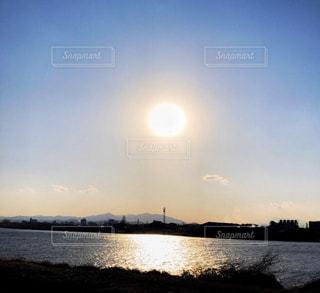 自然,風景,空,屋外,太陽,雲,夕暮れ,水面,海岸,夕方,光,町
