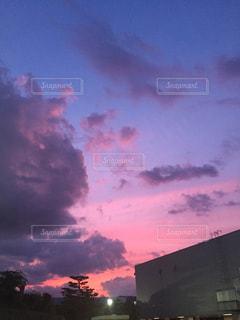 近くに空には雲の上の写真・画像素材[1310435]