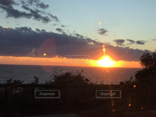 海,夕日,屋外,雲,夕焼け,黄色,景色,鮮やか,夕陽,和歌山,白浜,色・表現,感覚・感情