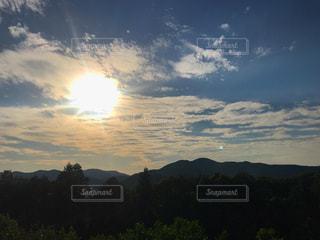 空,夕日,夕焼け,寂しい,山の景色,物憂げ