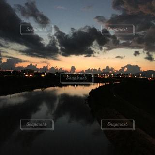 夕暮れ空のミュージカルの写真・画像素材[1433501]