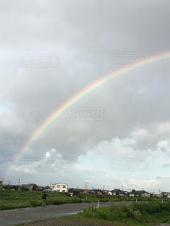 フィールドに虹がかかったの写真・画像素材[1713693]