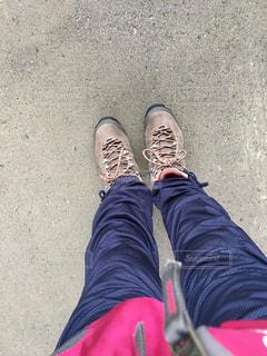 登山靴の試し履きの写真・画像素材[2704600]