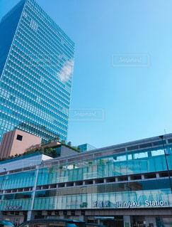 水色に染まる新宿駅の写真・画像素材[1319181]
