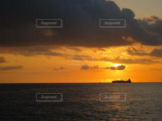 海,夕日,船,ハワイ,ワイキキ,サンセット,雲多め,船上から,オラフ島