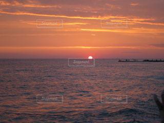 海,夕日,ピンク,夕方,水平線,ハワイ,ワイキキ,サンセット,沈みかけ