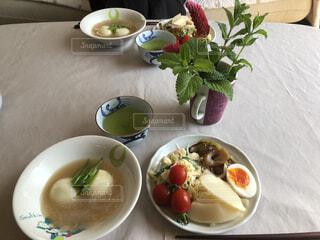 食べ物,カフェ,朝食,ディナー,テーブル,スプーン,野菜,皿,リラックス,食器,サラダ,レストラン,おうちカフェ,ドリンク,おうち,ライフスタイル,大皿,ボウル,おうち時間