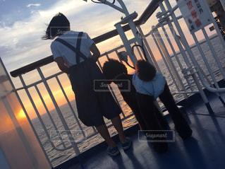 空,夕日,船の上