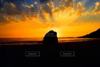 夕焼け 夕日 ビーチの写真・画像素材[4839200]