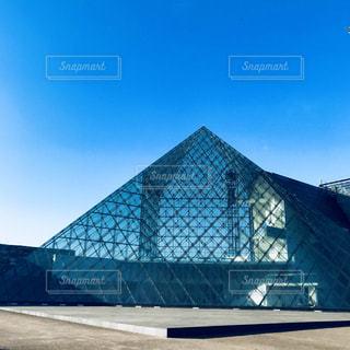 ガラスのピラミッドの写真・画像素材[1368429]