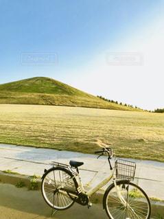 モエレ山と自転車の写真・画像素材[1368851]