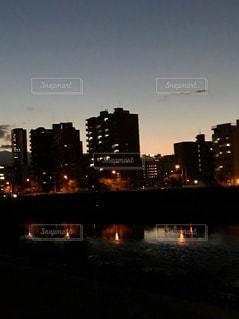 空,夕焼け,夕暮れ,川,秋空,灯,街の夜景,秋の夜景