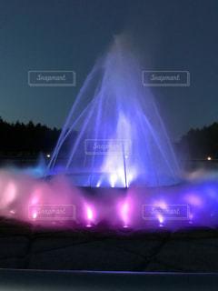 噴水ショーライトアップの写真・画像素材[1553543]