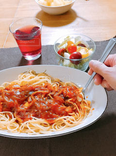 食事,パスタ,ミニトマト,サラダ,スパゲティ,自宅
