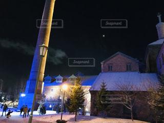 ライトアップされた雪景色の写真・画像素材[1685478]