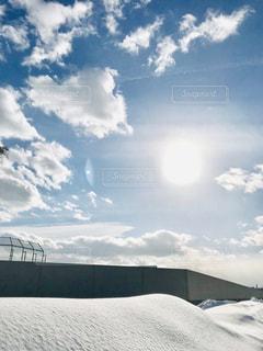 雪景色と太陽の写真・画像素材[1732219]