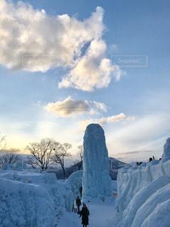 夕日と氷像の写真・画像素材[1794305]